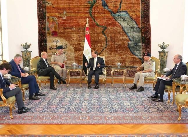 السيسي يؤكد لوزير الدفاع الفرنسي أهمية مواصلة التعاون لمواجهة التحديات