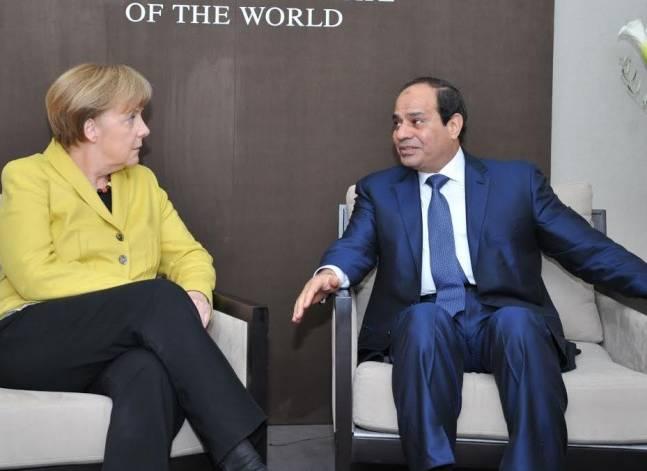 السيسي يبحث مع ميركل سبل تعزيز التعاون الثنائي بين مصر وألمانيا