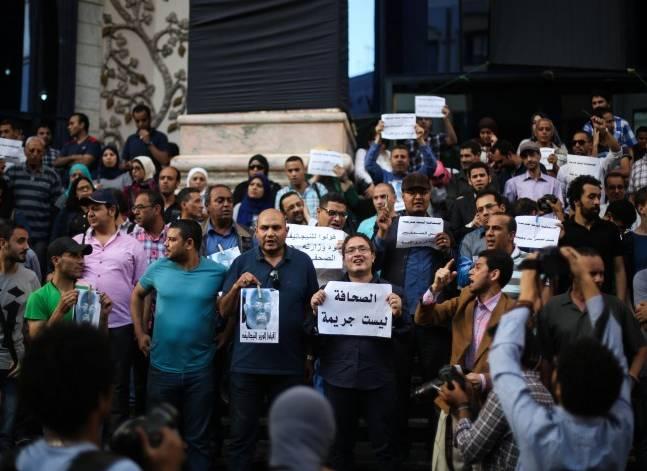 """""""الصحفيين"""": احتجاز النقيب وعضوي المجلس سابقة هي الأولى في تاريخ مصر"""