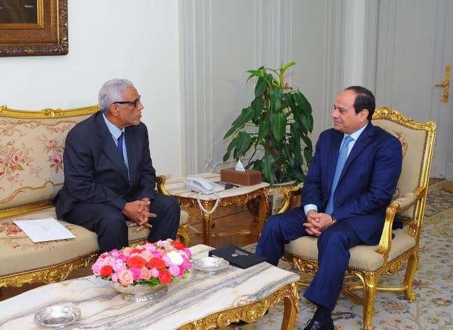 السيسي يتسلم من موريتانيا دعوة لحضور القمة العربية القبلة