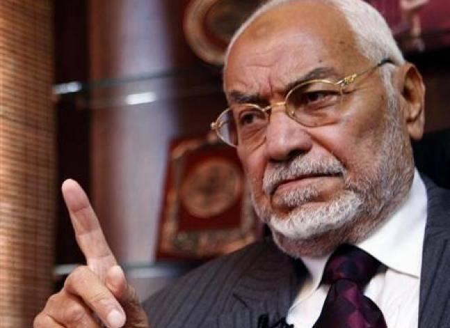 الداخلية: نقل عاكف مرشد الإخوان السابق إلى مستشفى خاص بناء على طلب أسرته