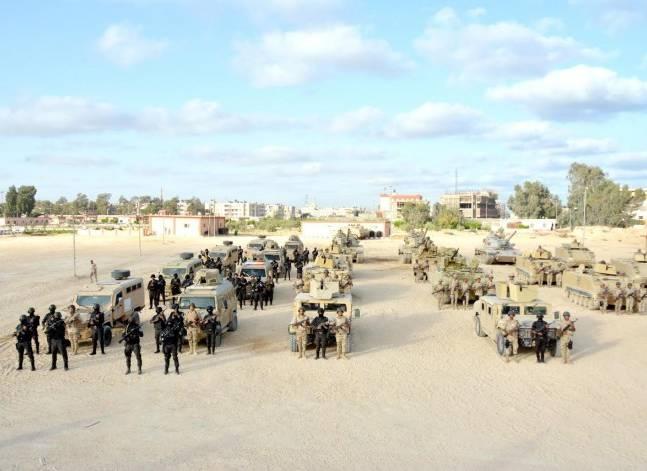 وكالة: مقتل 3 جنود وإصابة 4 آخرين في انفجار عبوة ناسفة بوسط سيناء