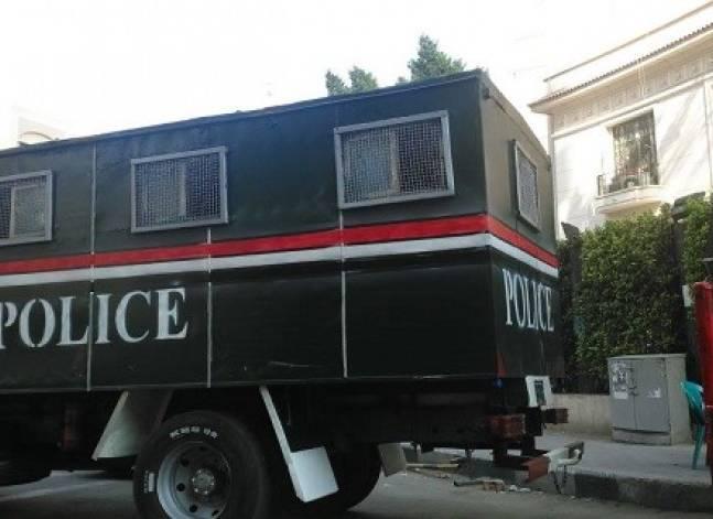 """أمين شرطة يطلق النار على شقيقين بسبب """"لعب أطفال"""""""
