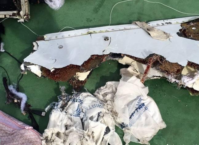 تسليم رفات ضحايا طائرة مصر للطيران المنكوبة إلى ذويهم السبت والأحد