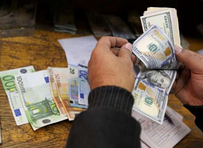 البنك المركزي: تراجع إيرادات قناة السويس بمعدل 4.8% في ثلاثة شهور