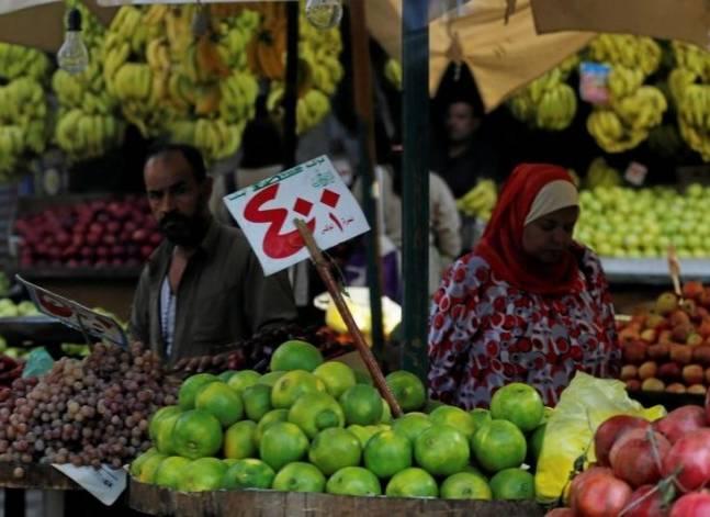 رويترز: المستوردون المصريون يواجهون شبح الإفلاس بعد تحرير سعر الصرف