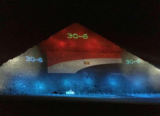 """""""الآثار"""": إضاءة أهرامات الجيزة بعلم مصر احتفالا بثورة 30 يونيو"""