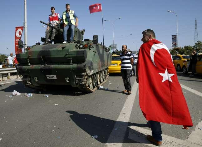 """الكوميديا السوداء.. """"انقلاب تركيا نجح .. في الصحافة المصرية فقط"""""""