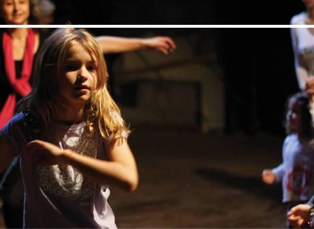 """""""مهرجان وسط البلد للفنون المعاصرة"""" ينظم ورشة رقص للأمهات وبناتهن"""