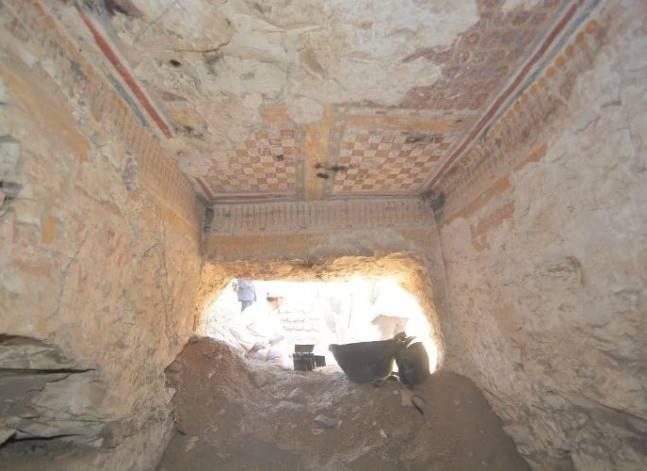 وزارة الآثار: اكتشاف مقبرة أثرية في الأقصر