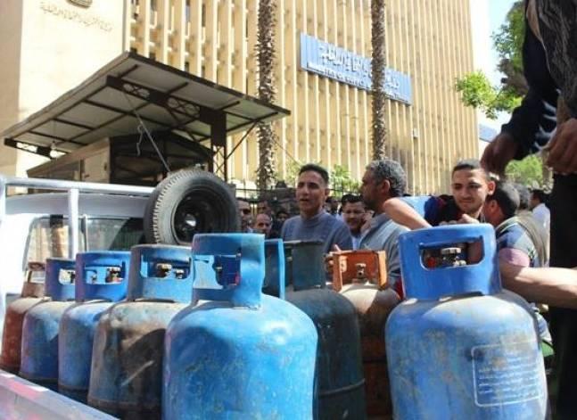 في أزمة البوتاجاز.. الأنابيب بالحجز والمستهلك في قفص الاتهام