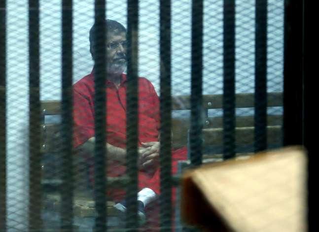 """قبول طعن مرسي وآخرين في """"اقتحام السجون"""" وإعادة محاكمتهم"""