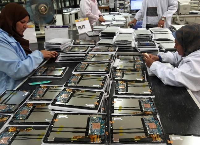 وزير الاتصالات يبحث مع وفد صيني إنشاء مصنع للألياف الضوئية في مصر