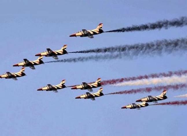 عروض جوية في سماء القاهرة الكبرى احتفالا بذكرى تحرير سيناء