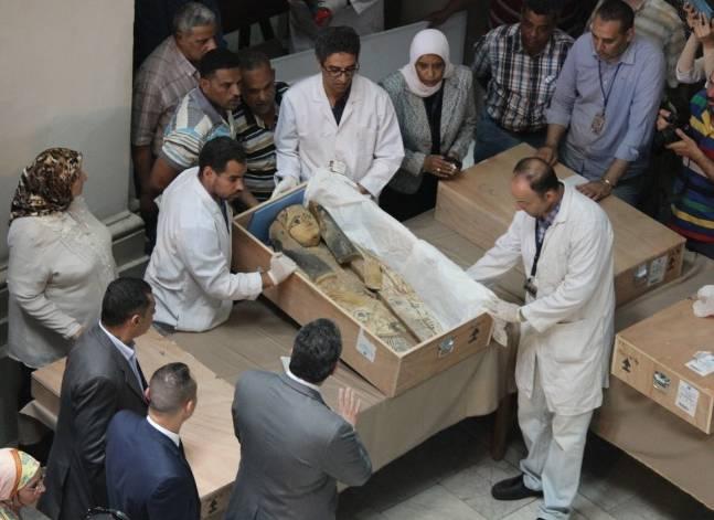 الآثار: نقل تابوتين مكتشفين في عيـن شمس إلى المخزن المتحفي بالمطرية
