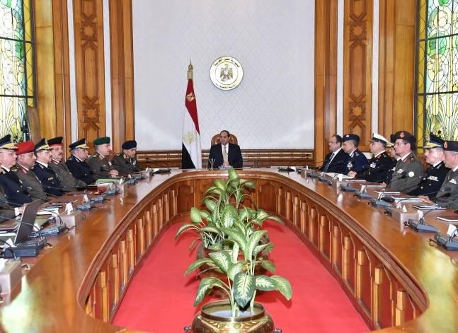 """السيسي يطالب بمواصلة خطط استهداف البؤر """"الإرهابية"""" في سيناء"""