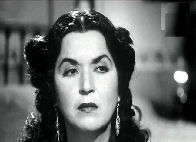 فاطمة رشدي.. ممثلة ومخرجة ومنتجة أحبت الفن حتى تركها