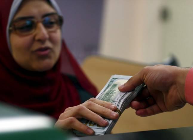 الدولار يواصل الارتفاع وسعر بيعه يتخطى 18.30 في البنوك الكبرى