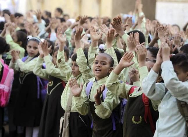 الصحة: إصابة 800 تلميذ باشتباه تسمم غذائي بسوهاج