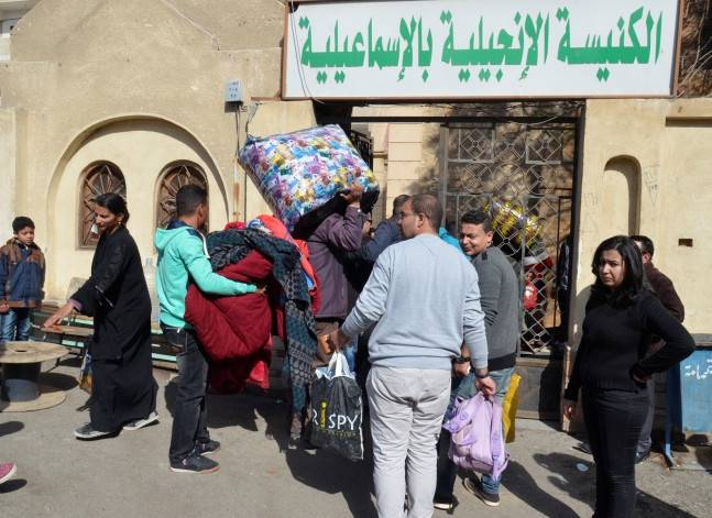 وصول الأسر القبطية النازحة من العريش إلى مدينة الإسماعيلية. رويترز