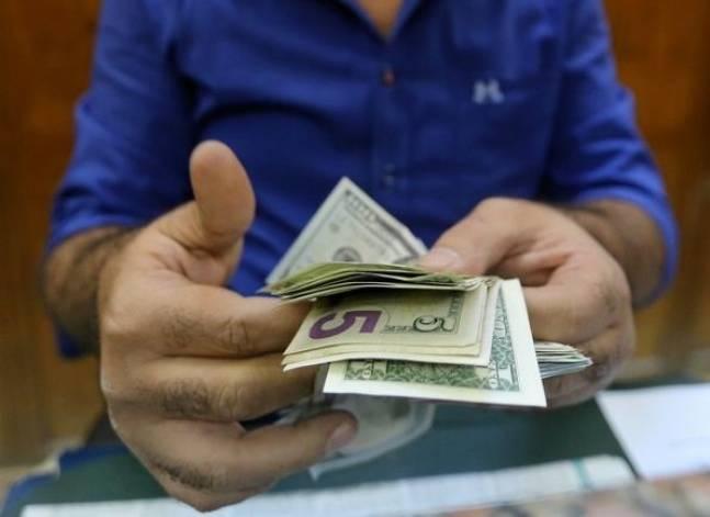 أسعار الدولار تتراجع في البنوك الكبرى