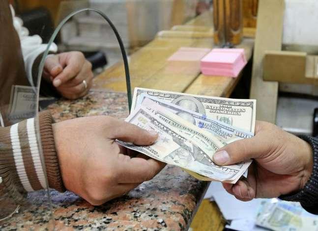 الدولار يتراجع 10 قروش في البنوك الكبرى (إنفوجراف)