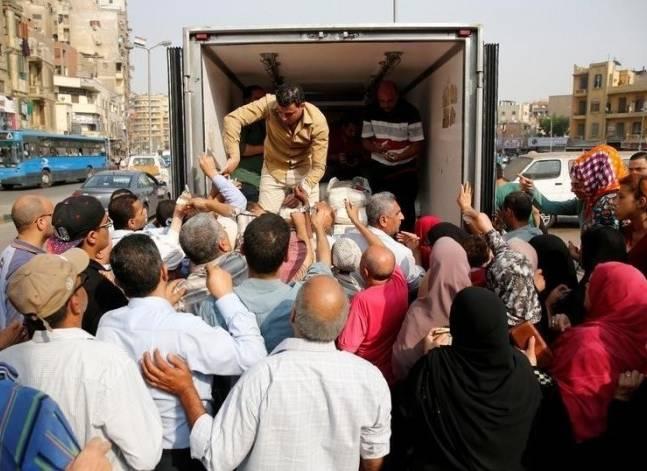واشنطن بوست: هل تؤدي متاعب الاقتصاد المصري إلى انتفاضة جديدة؟