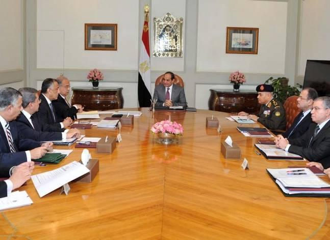 السيسي يوجه الحكومة بإقامة مشروعات عملاقة لإنتاج السلع الأساسية