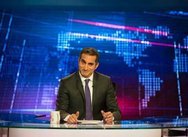 باسم يوسف يصعد انتقاداته للحكومة ويندد باقتحام نقابة الصحفيين