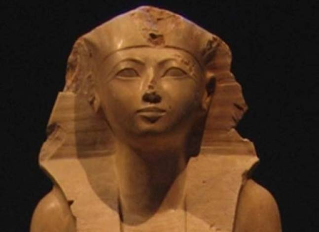 تقرير: المرأة الفرعونية تمتعت بحرية الزواج والطلاق وحيازة الممتلكات