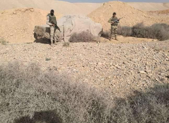 """الجيش: القبض على 4 من المشتبه بهم في تنفيذ أعمال """"إرهابية"""" بوسط سيناء"""