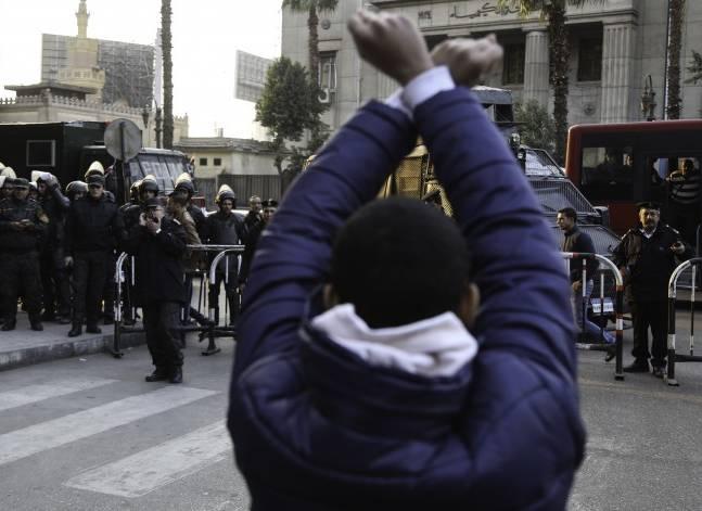 مصر تمنع التظاهر في محيط 800 متر من المؤسسات المهمة والبعثات الدبلوماسية
