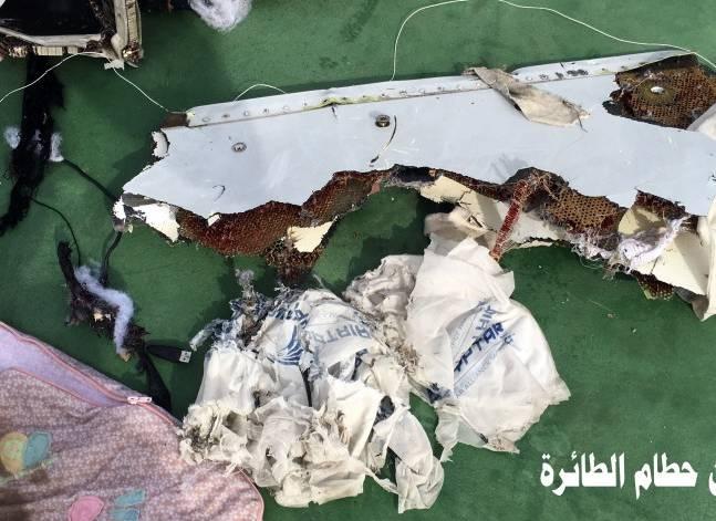 """لوفيجارو : وجود آثار """"تي.إن.تي"""" بحطام طائرة مصر للطيران يثير خلافا بين القاهرة وباريس"""