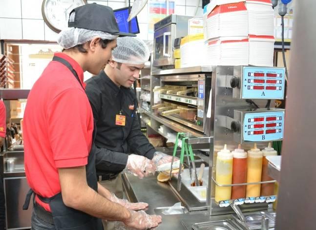 أمريكانا تدرب ألف شاب للعمل في مطاعمها بمصر والخليج