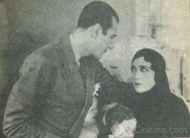 تعرف على أهم رائدات السينما المصرية (ملف تفاعلي)