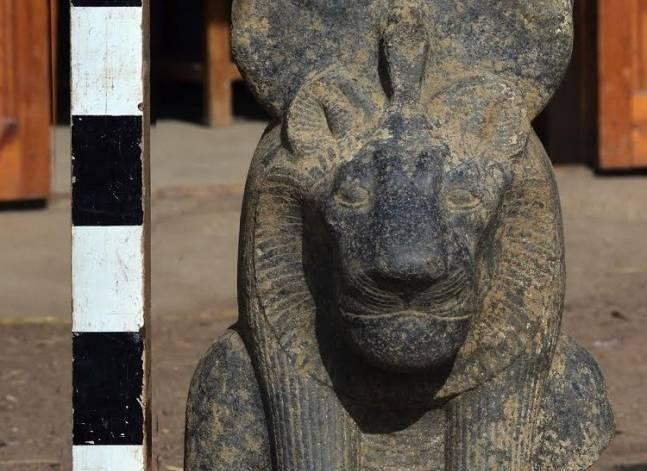 """الاثار: اكتشاف أجزاء من تماثيل """"سخمت وأبو الهول"""" بالأقصر"""