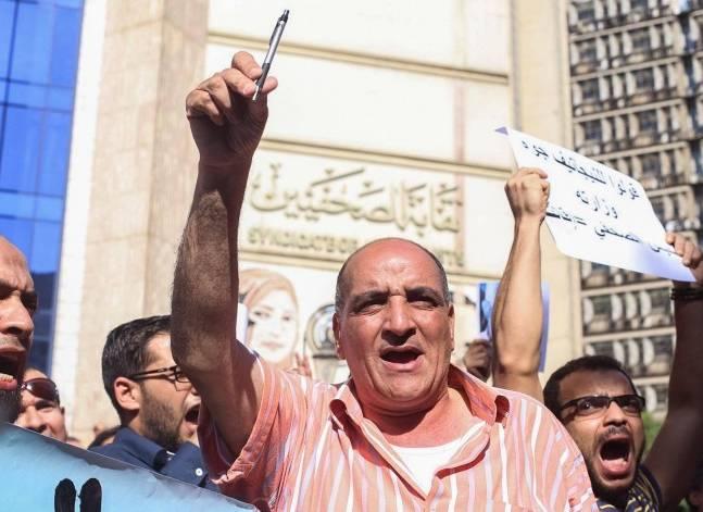 وقفة أمام نقابة الصحفيين للتأكيد على مطالب إقالة وزير الداخلية واعتذار الرئيس
