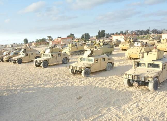 """الجيش: القبض على 12 """"تكفيريا"""" وسط سيناء"""