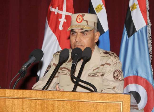 وزير الدفاع يبحث مع نظيره الفرنسي تدعيم التعاون العسكري بين البلدين