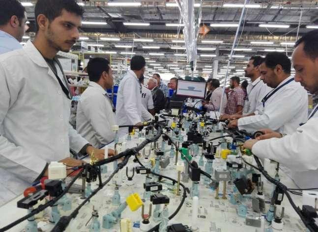 درويش: إنشاء منطقتين لصناعة السيارات والأدوية في محور قناة السويس