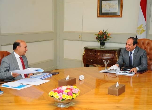 السيسي يطالب بمواصلة تطوير قناة السويس باعتبارها دعامةً مهمة للاقتصاد