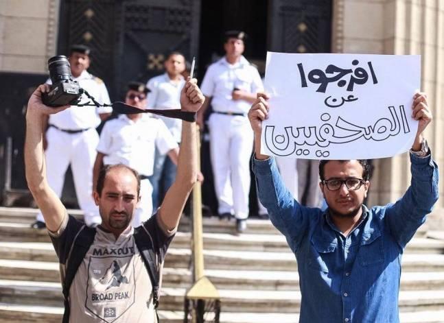 حبس الصحفيين عمرو بدر ومحمود السقا 15 يوما على ذمة التحقيقات