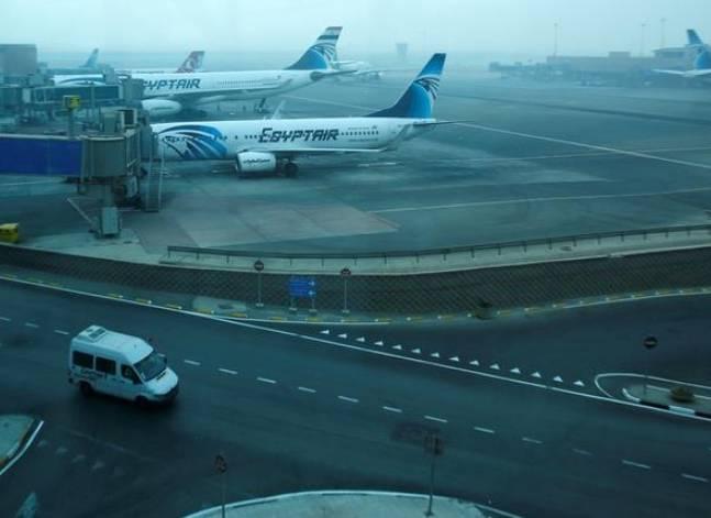وكالة: وفدان أمريكي وبريطاني يتفقدان الإجراءات الأمنية بمطار القاهرة