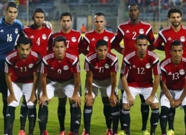 منتخب مصر يلعب بالزي الرسمي مع جنوب أفريقيا.. ومانديلا يؤخر المباراة 5 دقائق