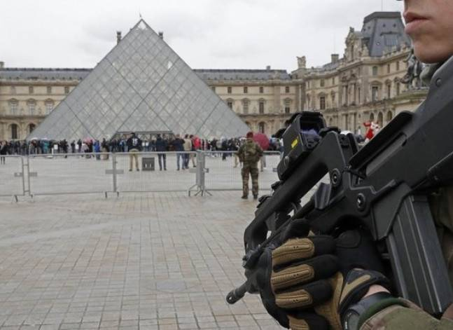 توكيل محامية من أصل تونسي للدفاع عن المتهم في هجوم متحف اللوفر بفرنسا