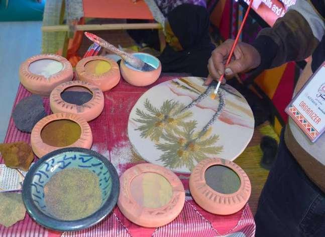 معرض الصناعات اليدوية.. تجارب صغيرة تقاوم الأزمة الاقتصادية