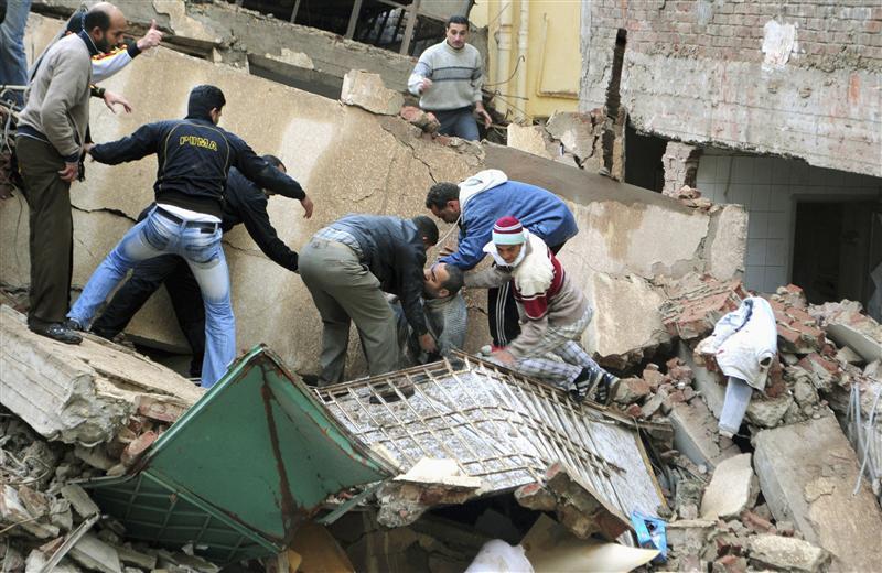 مقتل 6 وإصابة 9 آخرين نتيجة انهيار سقف أحد المراكز التجارية بالإسكندرية