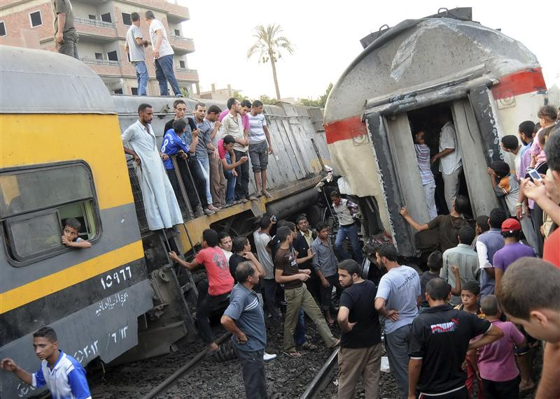 عاجل- مقتل 4 وإصابة 7 آخرين في اصطدام قطار بسيارة نقل بالمنيا