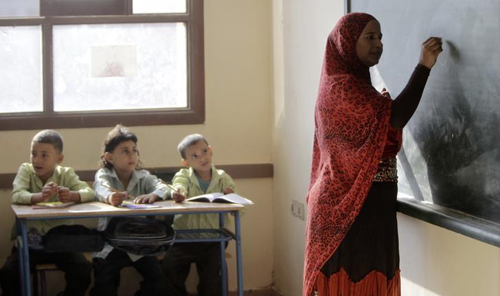 قرار بتشكيل لجنة لتطوير مناهج التعليم برئاسة إبراهيم محلب