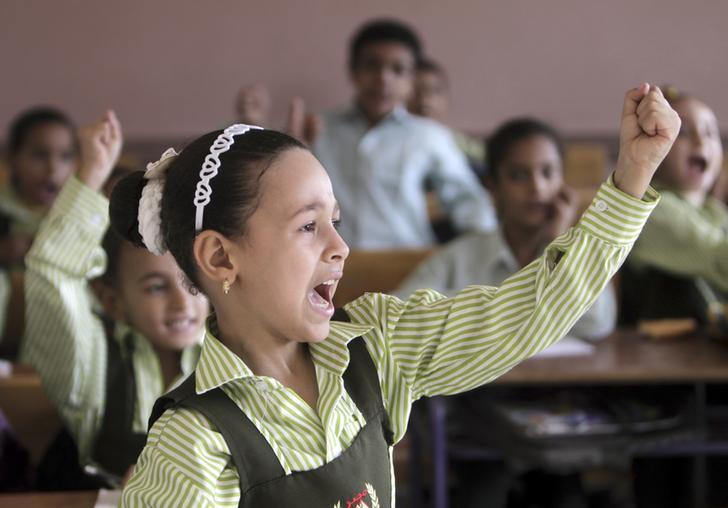 استئناف توزيع التغذية المدرسية واستمرار منع توزيع الألبان في مدارس السويس